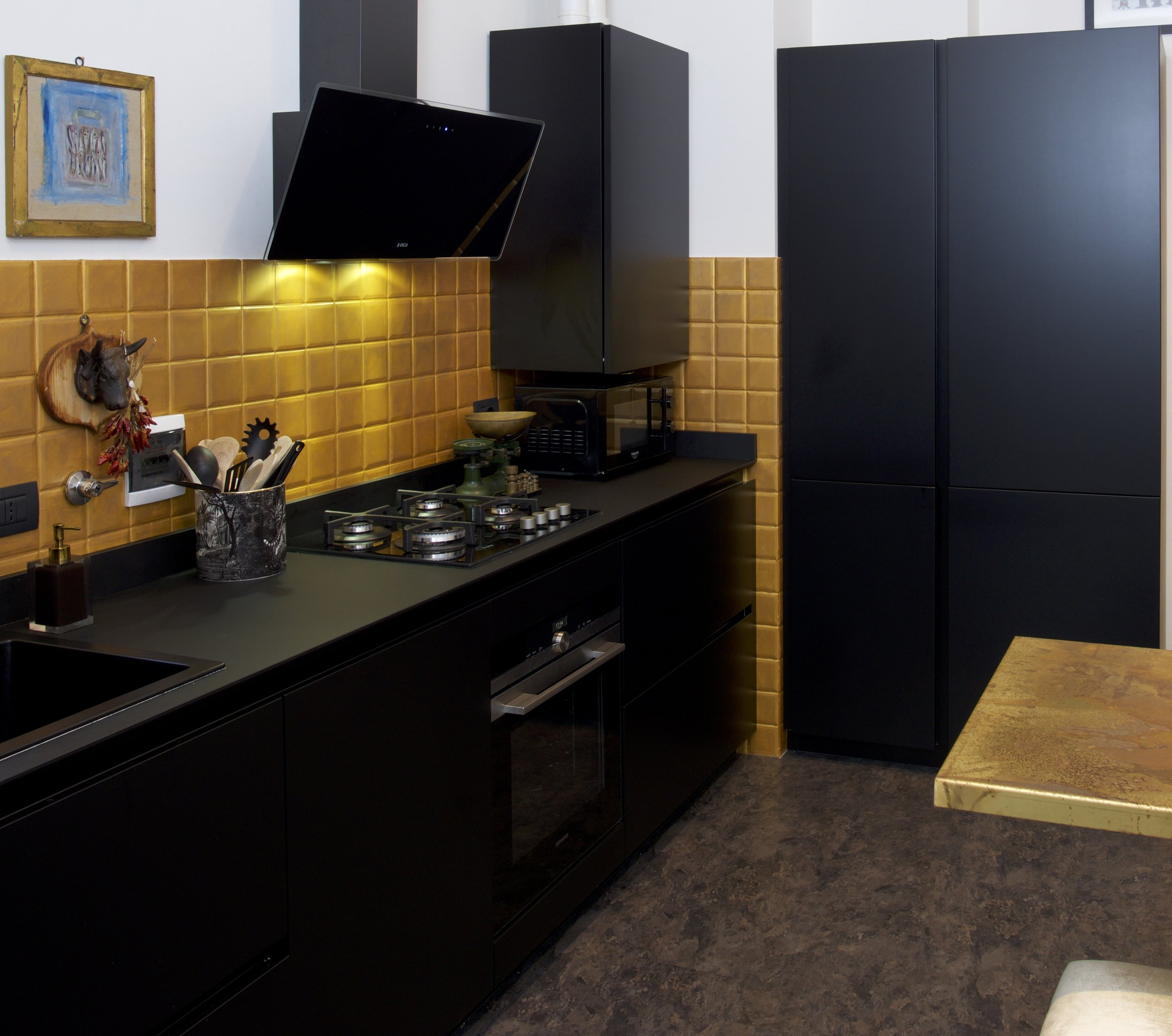 BLACK& GOLD  KITCHEN