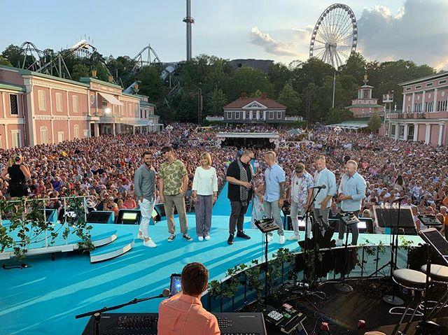 Bra lineup! Varmt i parken! Pgm 6 av 8! ☀️ Live om 11 min. . . . #lottapåliseberg