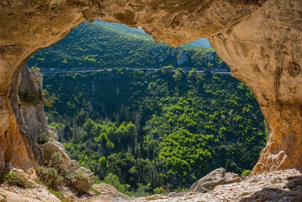 Σπηλιά του Δαμιανού, Φωτογραφίa: Ελένη Τράνακα, πηγή:    www.meparea.gr