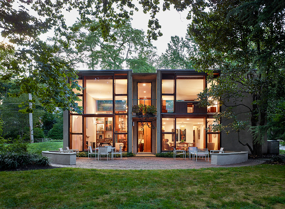 Photo of the Esherick House by Louis Kahn, a possible influence for I.M.Pei's Bingham Court.