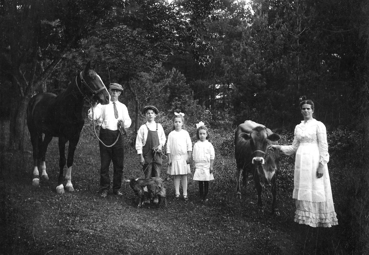 1 Farm Family.png
