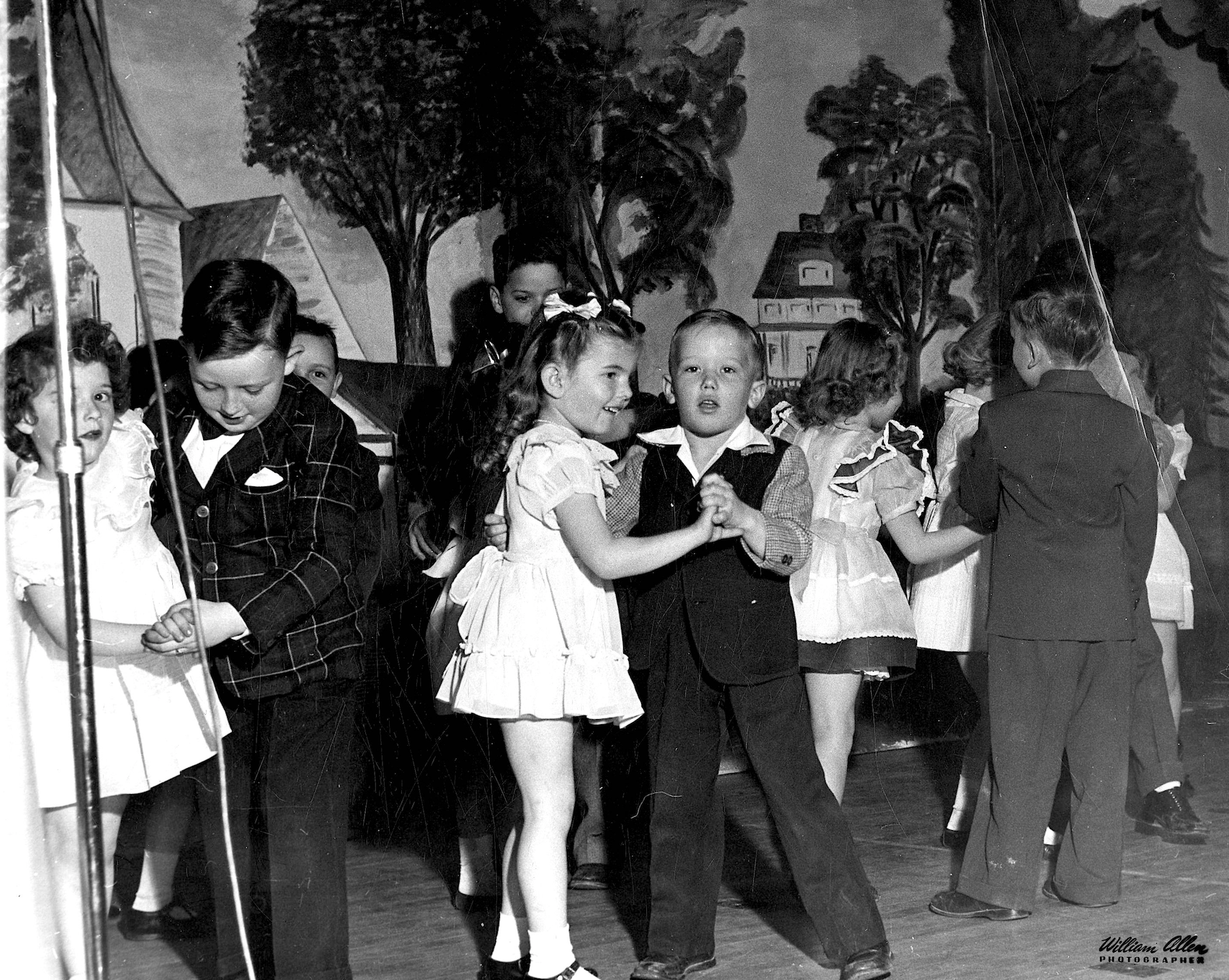 16 Kids dance.png
