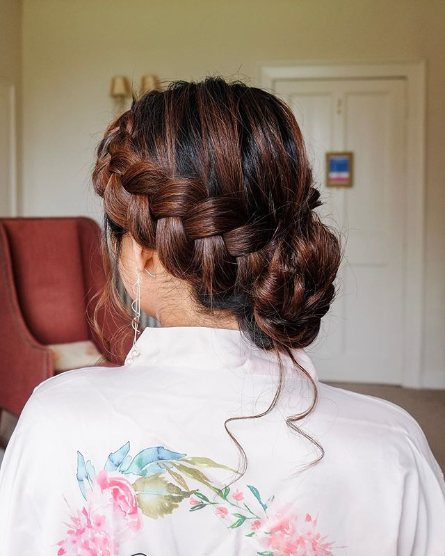 LOVED this updo for Leah's bridesmaid 💗 I really enjoy taking time to look through the photos I take at the weddings I style. Each one has its special, memorable moments and I feel very lucky to be able to witness them!