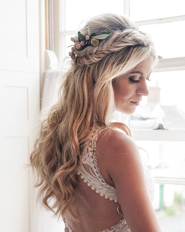 😍😍 how stunning is Nicki!! I LOVED creating this style for her last week at @thedialhouse , her hair was amazing to work with and believe it or not it's all her own!! This style with the fresh flowers suited her perfectly and the fishtail braids looked 🔥🔥!!! I cannot wait to see the pro pictures of her festival wedding at @thekeeperandthedell 😁😁😁😁