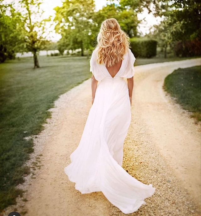 😍😍 thinking back to the AMAZING @wed2b shoot I was honoured to be involved with a couple of weeks ago. What's happened to the gorgeous golden autumn sunshine?☀️ our garden is currently under water! 😍how beautiful is this dress? I loved these boho waves on @jessicalouisegladstone #bridegoals 🙌🏻 hair by me.