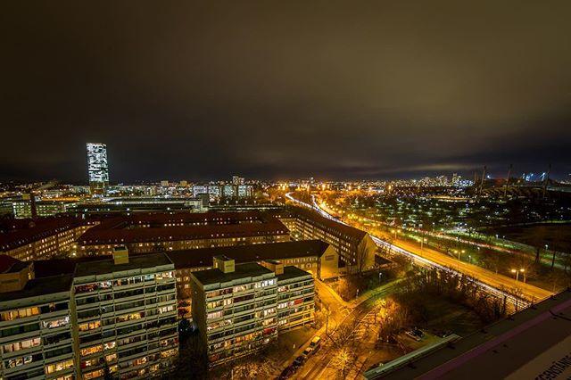 Good Night Munich! #view #msweitblick #rooftop #venue #munichbynight #nightout #citylights 🌃