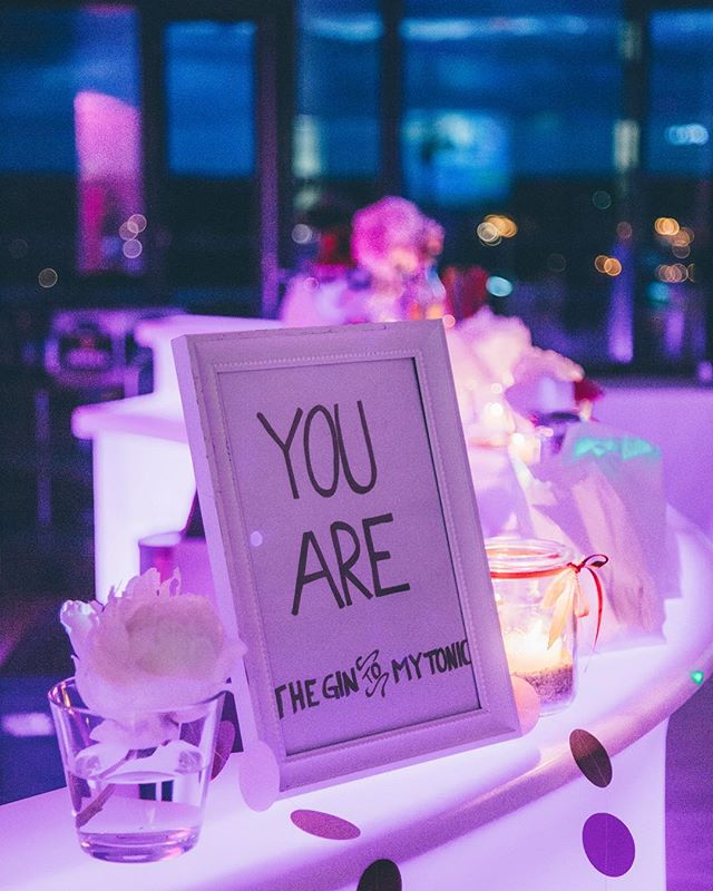 You Are... #gintonic #wedding #drinks #bar #msweitblick #rooftop #party #instawedding #couplegoals❤ @lillykarstenphotography
