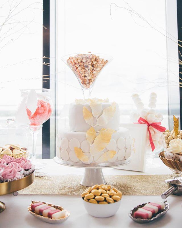Candy Bar #wedding #instawedding #candybar #rooftop #sweet #sugar #cake #couplegoals #mscatering #hochzeit #hochzeitstorte @lillykarstenphotography
