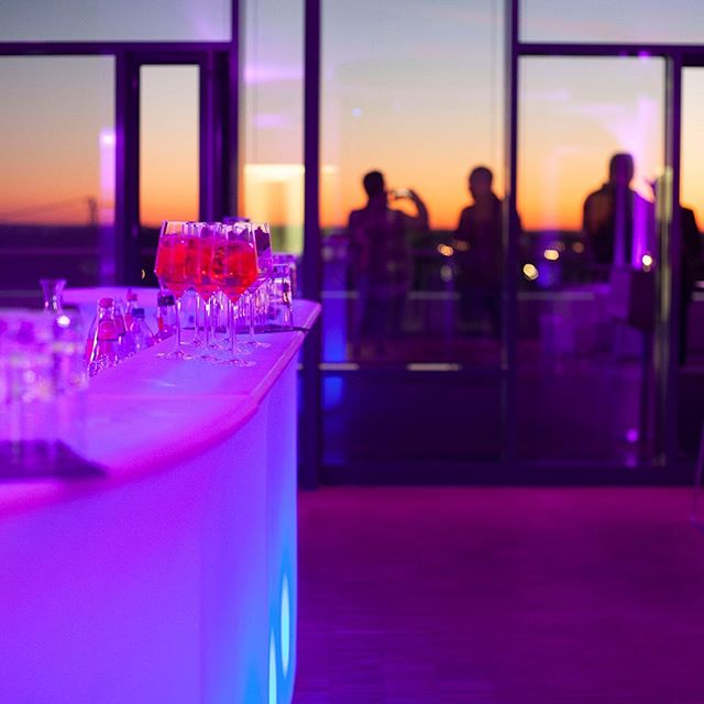 Networking #sundowner #loft #bar #drink #location #networking #weitblick #party #mood Credit @julia833