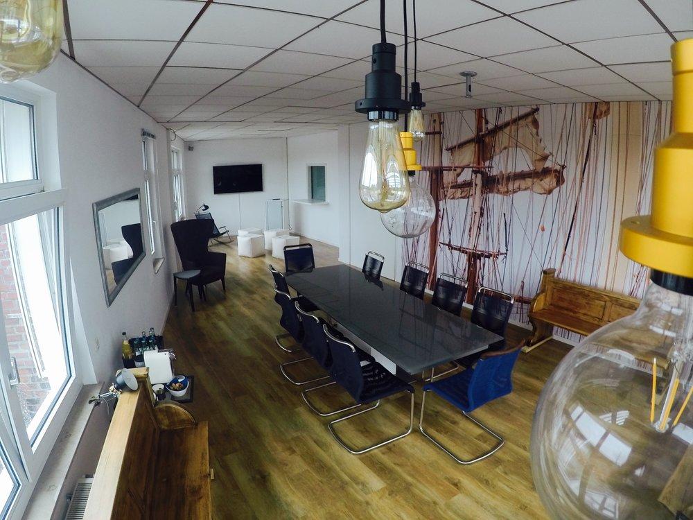 Columbus Lounge -