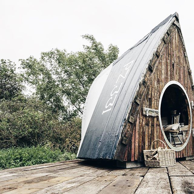 Super Sheds 🚤🌿👌 For unique outdoor building inspo, grab a copy of today's Telegraph Magazine and read my round up of the most stylish examples for your outdoor space 🌿 From a quirky garden room to a mini annexe or the ultimate escape pod, if you're squeezed for space indoors, a grand design in your garden will be sure to extend your living space 🌿🏡 @barnaby_dearsly created his most ambitious project to date; a 13ft-high 'boat pod', fashioned from the bow of a decommissioned wooden fishing trawler, now available as a glamping pod in Cambridgeshire, owned by @the_farm_dude ⚓️