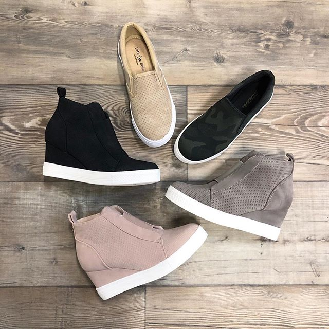 NEW shoes ONLINE | n o w | #frankieandjules #fnjstyle #shopfnj #personalshopper #shopsmall #boutiquestyle #ootd #whatimwearing #whatiwore #bohoblogger #midwestbloggerskc #midwestdressed #outfitinspo #styleinspo #shopkc #localkc #kansascity #ambassador #flatlayfashion #smalltownboutique  #supportlocal #shoppinglocal #musthave #boutique #shopsmalltoday