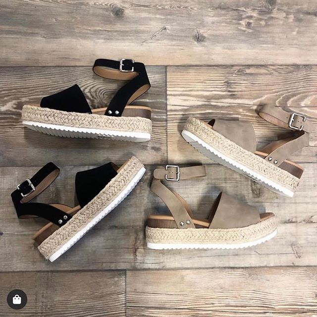 NOW online 🙌🙌 y'all we live in these shoes during the summer, snag them while you can! #frankieandjules #fnjstyle #shopfnj #personalshopper #shopsmall #boutiquestyle #ootd #whatimwearing #whatiwore #bohoblogger #midwestbloggerskc #midwestdressed #outfitinspo #styleinspo #shopkc #localkc #kansascity #ambassador #flatlayfashion #smalltownboutique  #supportlocal #shoppinglocal #musthave #boutique #shopsmalltoday
