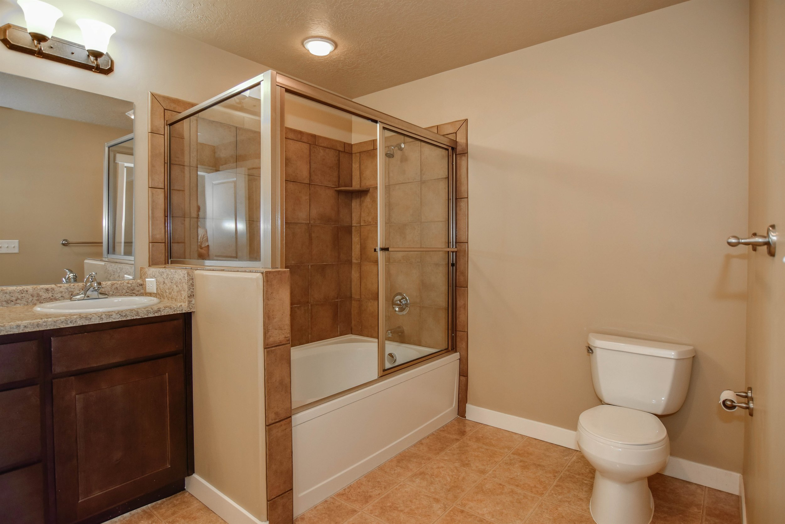 017_Master Bathroom.jpg