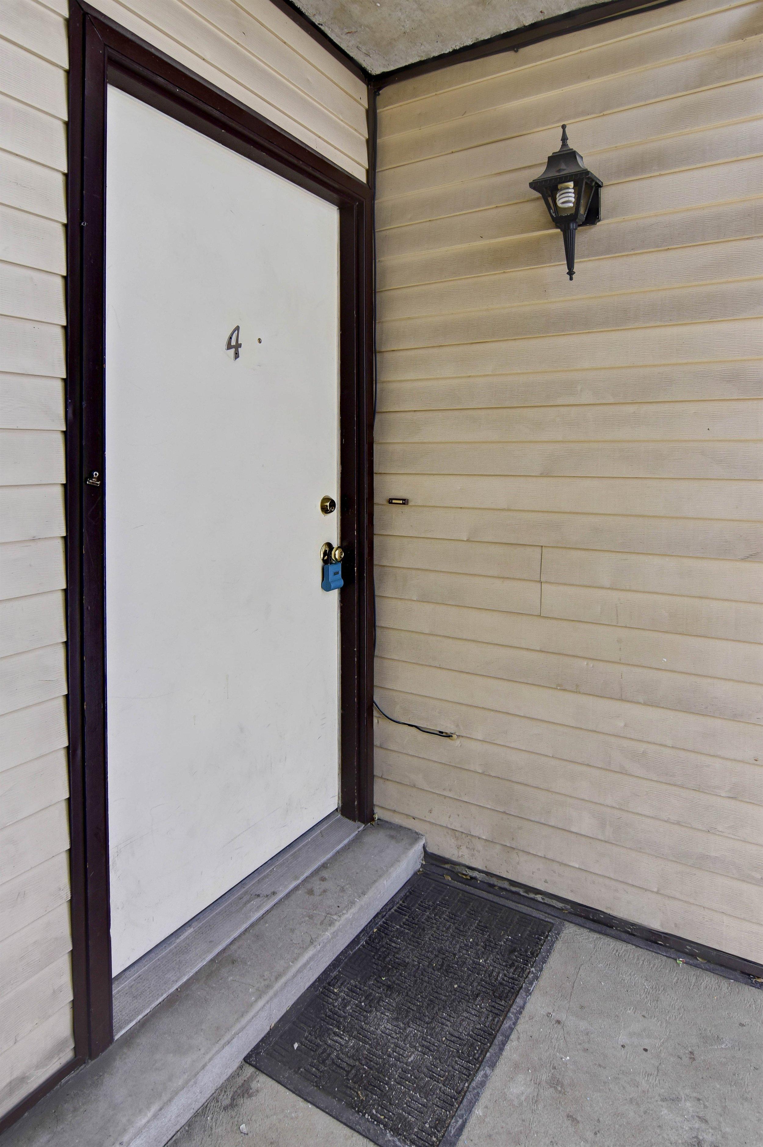 002_Entry.jpg