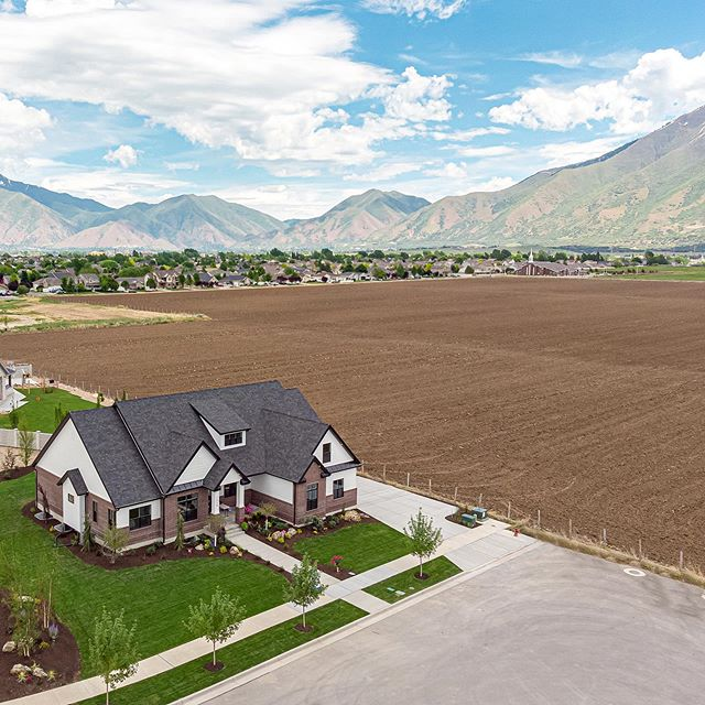 Sweetwater's 🏡 for 2019 Utah Valley Parade of Homes from the air.