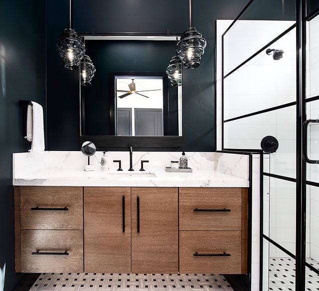 Hey, good looking 😍! 🏡: @yoursagehome 🏘: @saltlakeparadeofhomes  #blackaccents #interiordesign #bathroominspiration #homedesign #customhomes #custombathroom #guestbathroom #utahhomes #utahhomebuilder