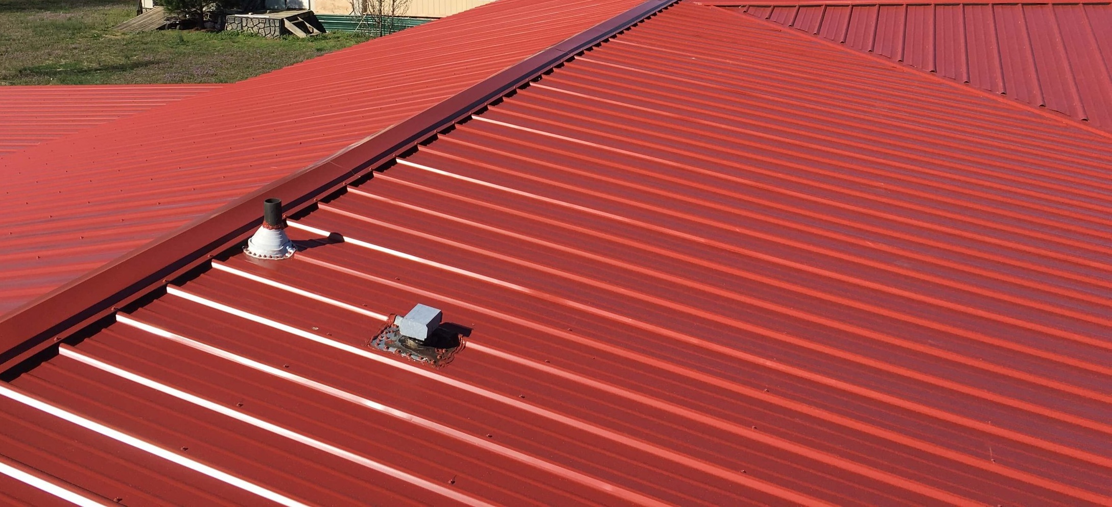 metal-roof-red-metal-roof-roofing-63532.jpg