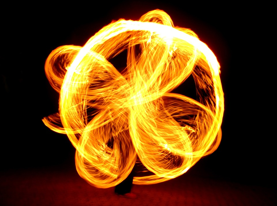 Poi-Feuerpoi-Juggling-Fire-Juggler-Middle-Ages-1021224.jpg