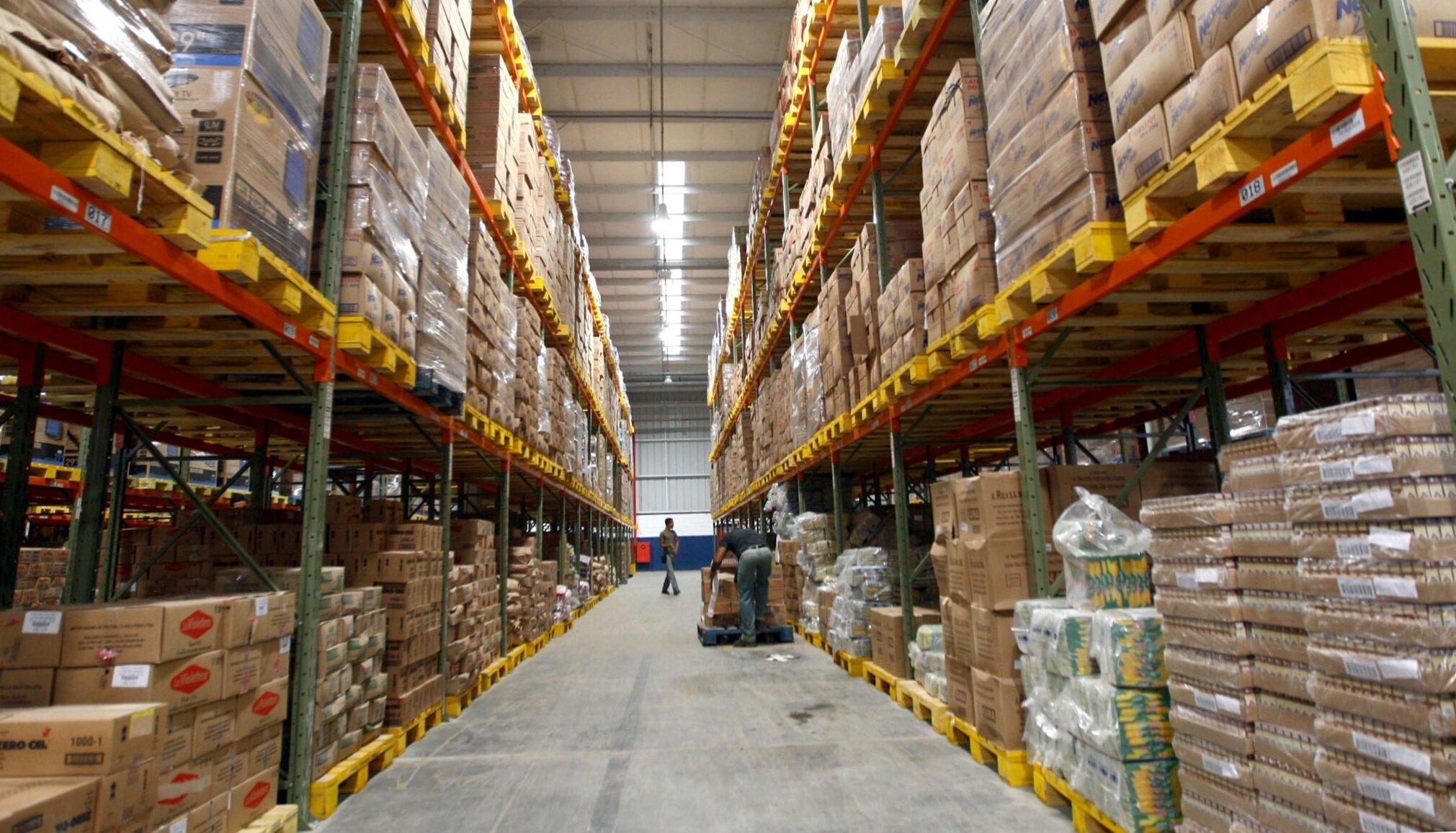 Warehouse_of_Grupo_Martins_in_Cama%C3%A7ari_%28Brazil%29.jpg