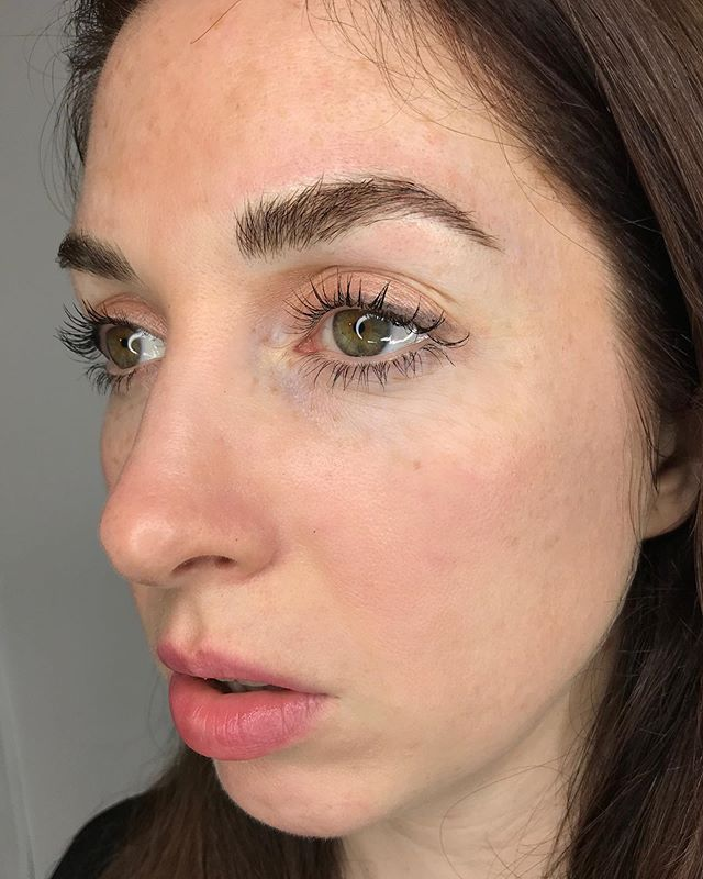 Touch up on beautiful Maggie ✨🌹 🖤 🖤 🖤 🖤 🖤 #fluffybrows #beforeandafter #microblading #browtransformation #brows #browbabe #permanentmakeup #hairstrokes #realistictattoo #eyebrowtattoo #browmakeover #cosmetictattoo #cosmetictattooing #featherbrows #browsonpoint #fluffybrows #pmu #naturalbrows #browsnyc