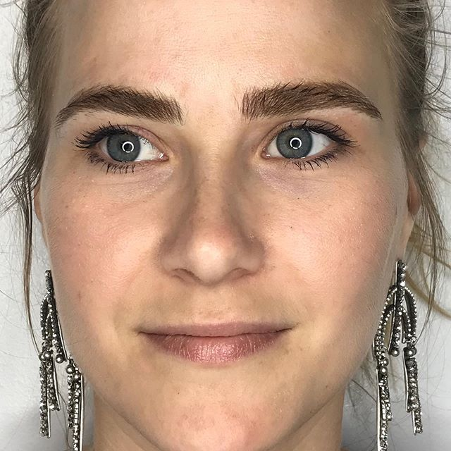 Touch up on lovely Jenny 🌹 Scroll to see the process of building her arch! ✨ : : : : : : : : : : : #fluffybrows #beforeandafter #microblading #browtransformation #brows #browbabe #permanentmakeup #hairstrokes #realistictattoo #eyebrowtattoo #browmakeover #cosmetictattoo #cosmetictattooing #featherbrows #browsonpoint #fluffybrows #pmu #naturalbrows #browsnyc