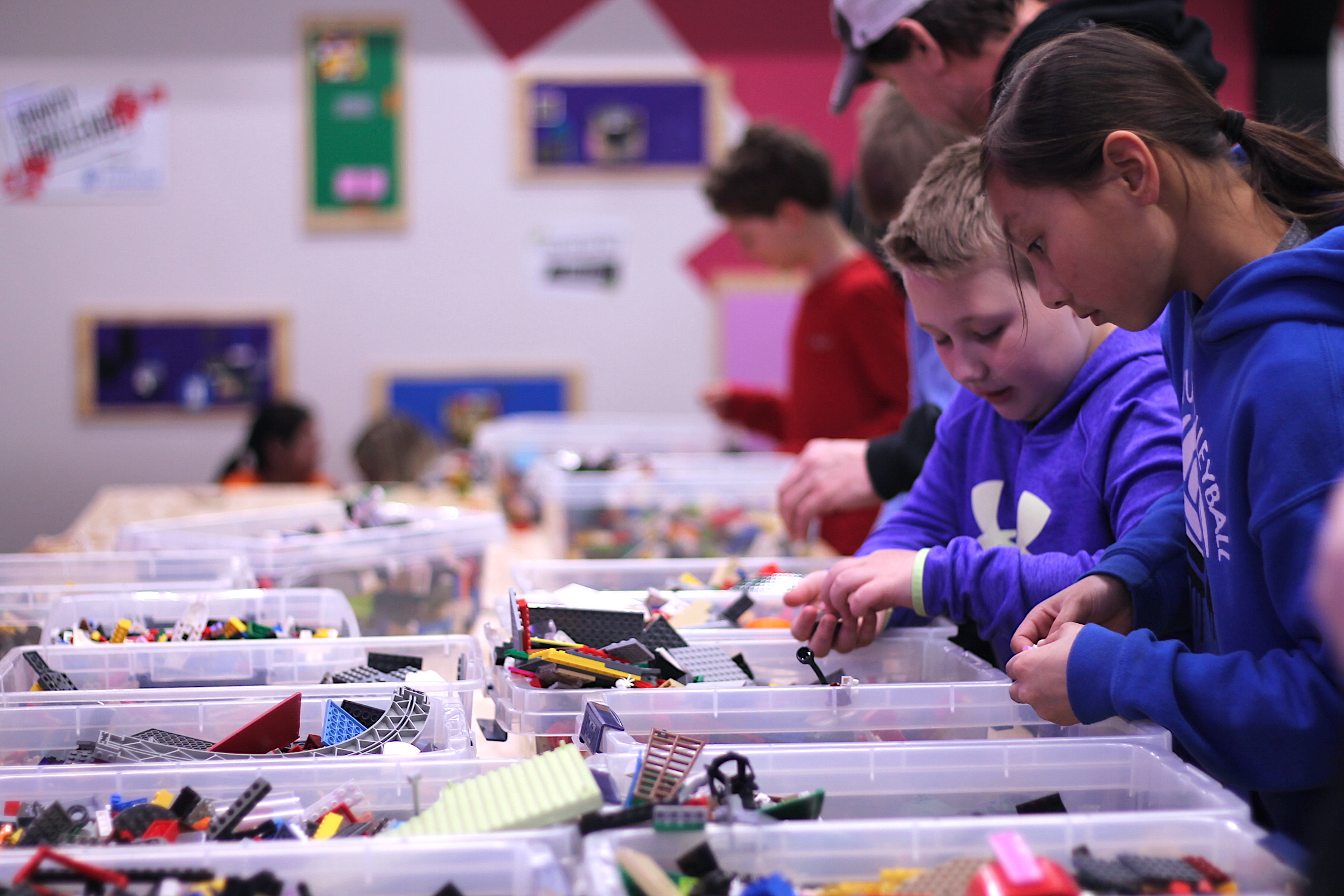Field Trip students in Lego Lab.JPG
