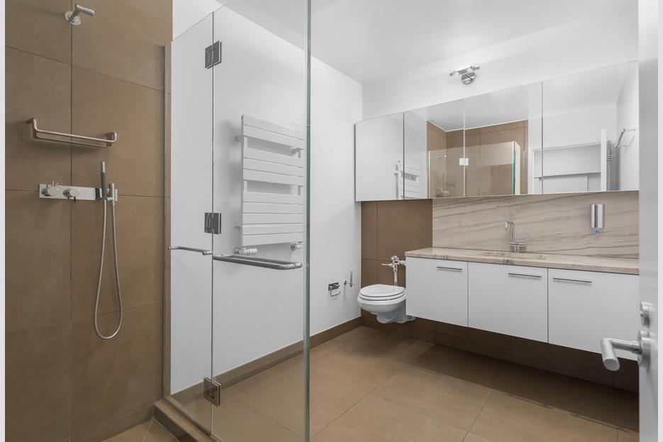 size_935x623_17486606_167_E_73_17_bathroom_2nd_floor_web.jpg
