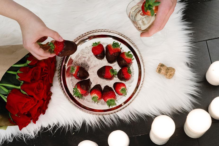 romantic-food-and-drink_925x.jpg