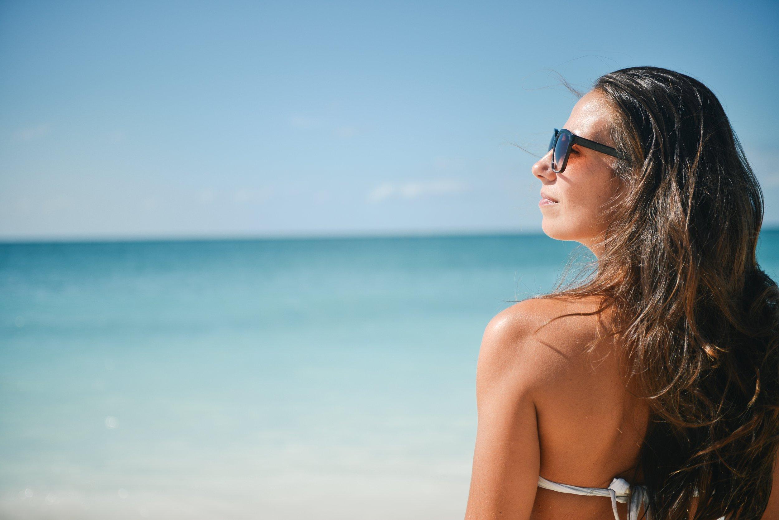 beach-brunette-girl-5360.jpg
