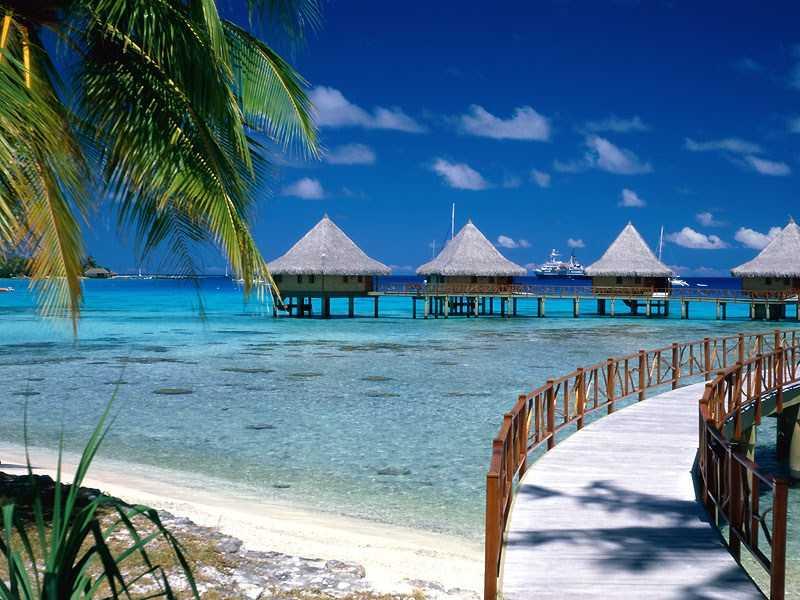 Walkway_to_Paradise,_Tiputa,_Rangiroa,_French_Polynesia.1.jpg