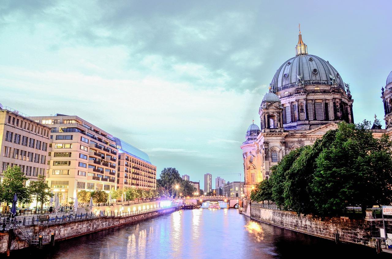 berlin-cathedral-1882397_1280.jpg