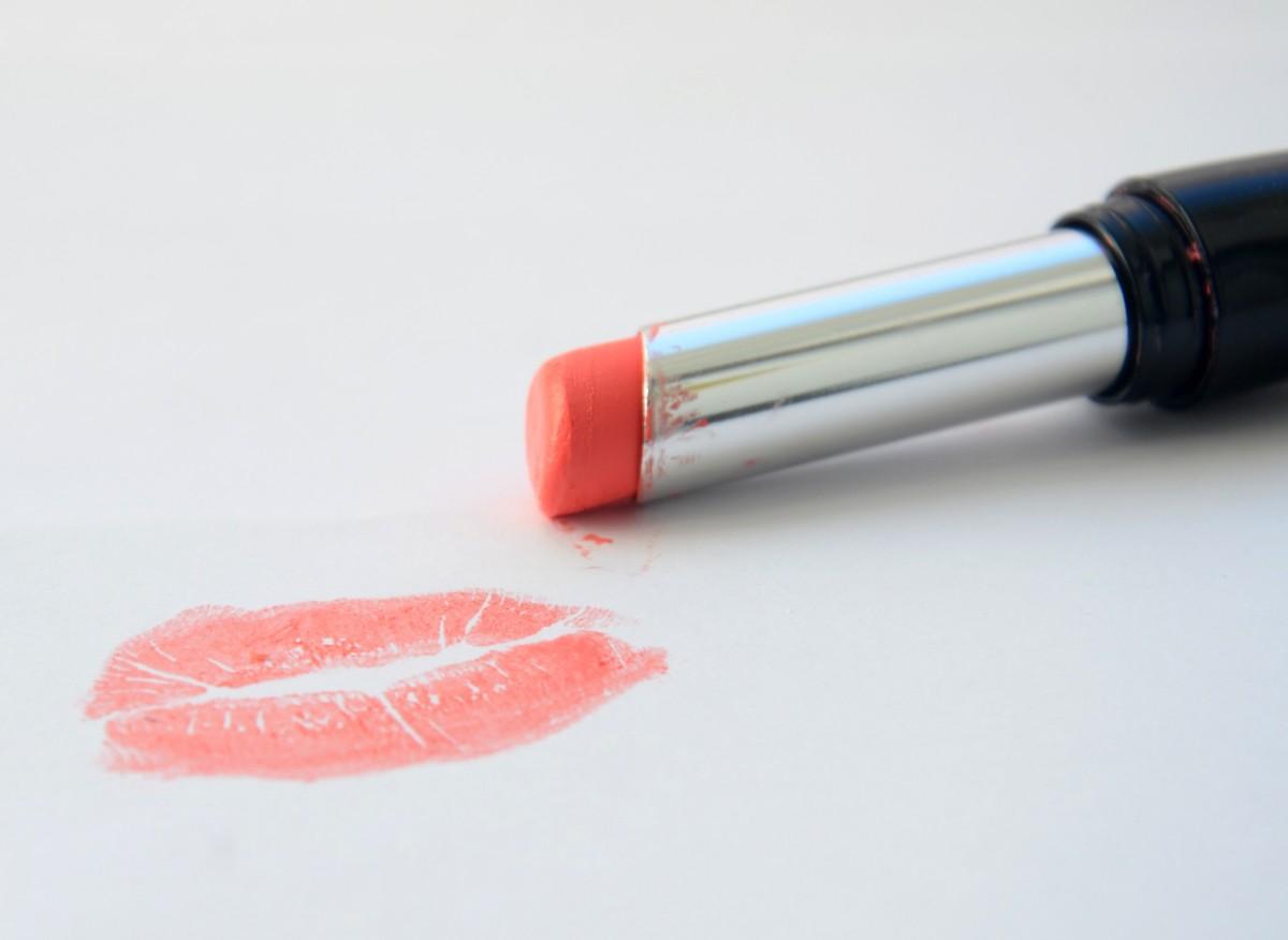 pomade_kiss_lips_glamour_woman-1387784.jpg