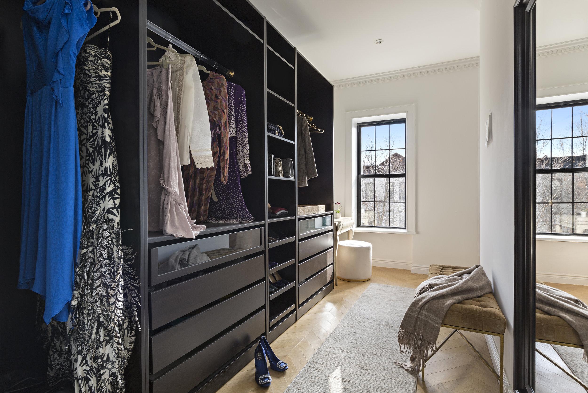 663Putnam_TH_closet1.jpg