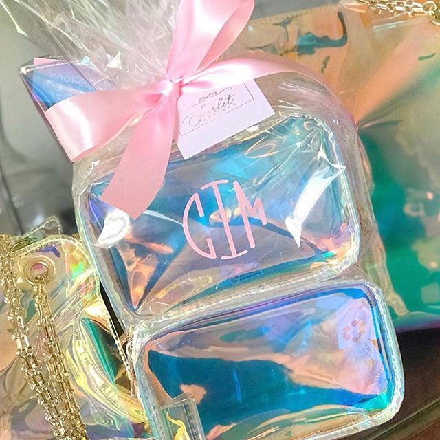 The prettiest gift there ever was 🎁 #vereprism 📸: @shopscarletdesigns
