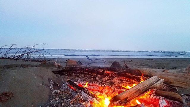 morning view 🌅  mad river meets pacific ocean 🌊 . . . . #summervibes #itstheweekend #mckinleyville #humboldt #madriver #thepacific #confluence #humboldtliving #motherearthengineering