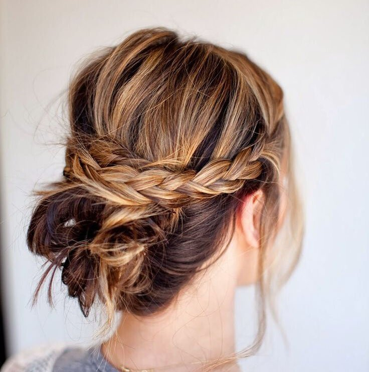 Messy-braid-bun-Easy-updo-hairstyle-for-Medium-Hair2.jpg