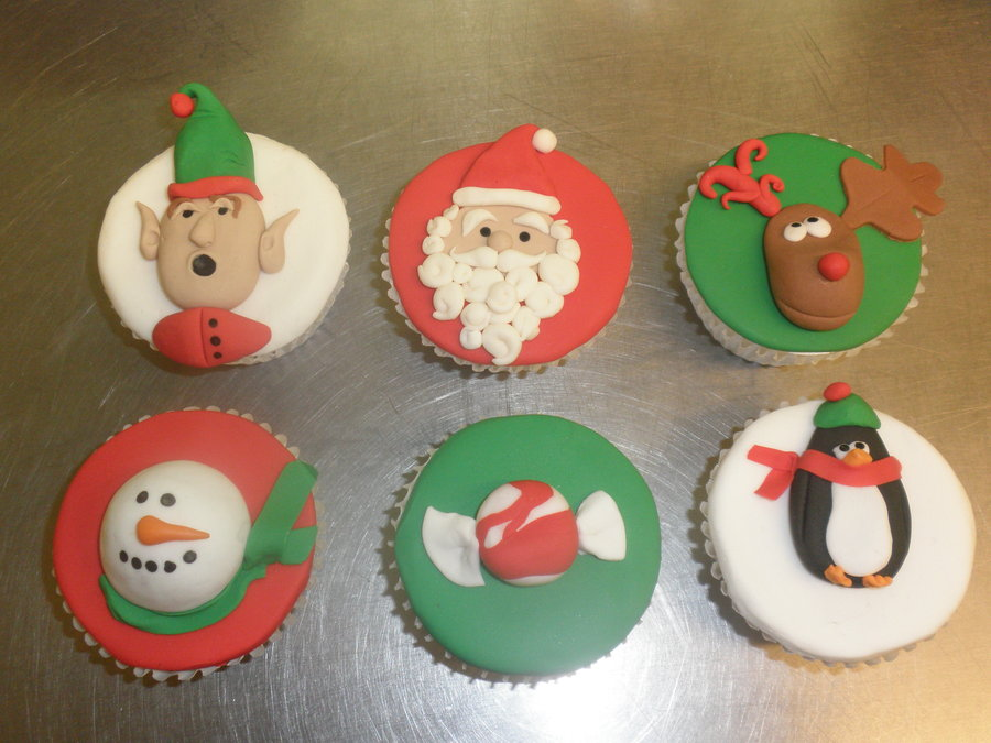 christmas_cupcakes_by_atrotter719-d358ksb.jpg