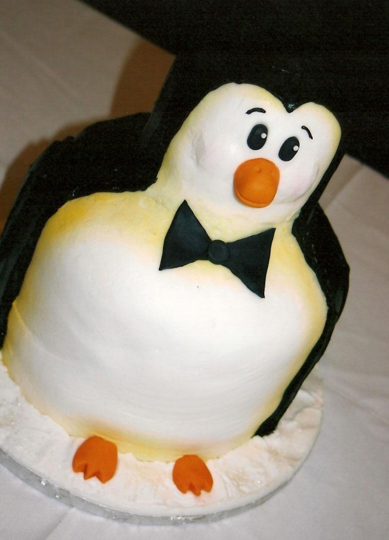 Penguin_Cake_by_atrotter719.jpg