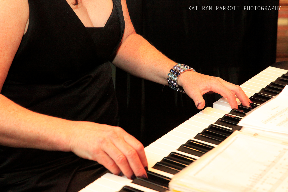 hopelink piano player.jpg