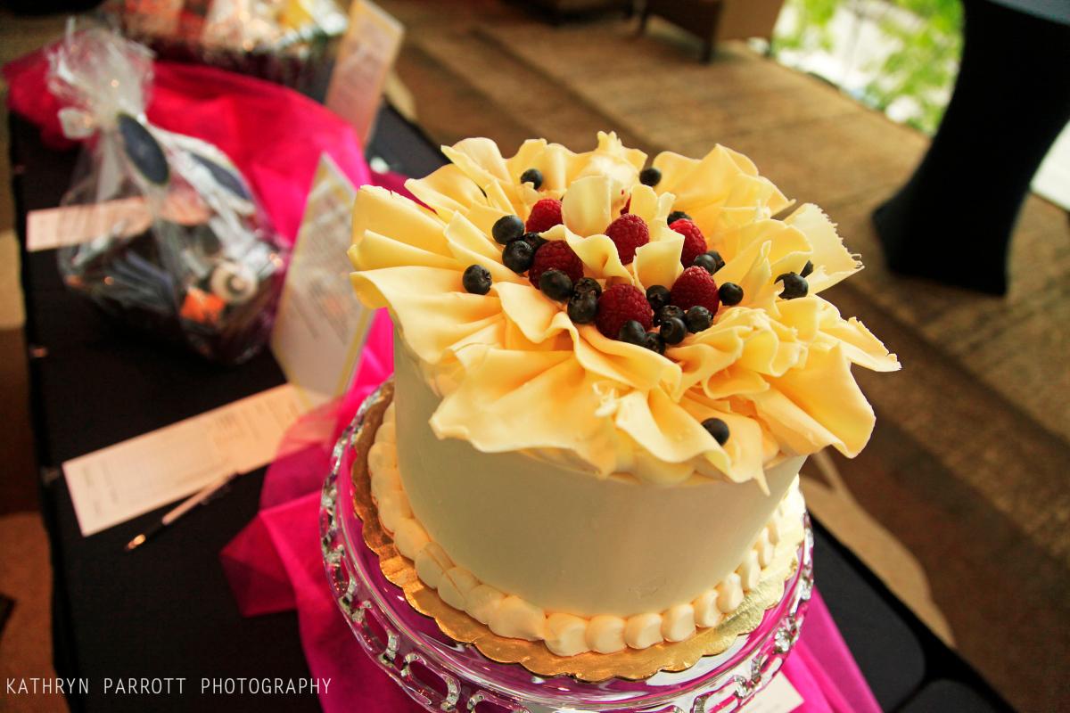 hopelink cake auction.jpg