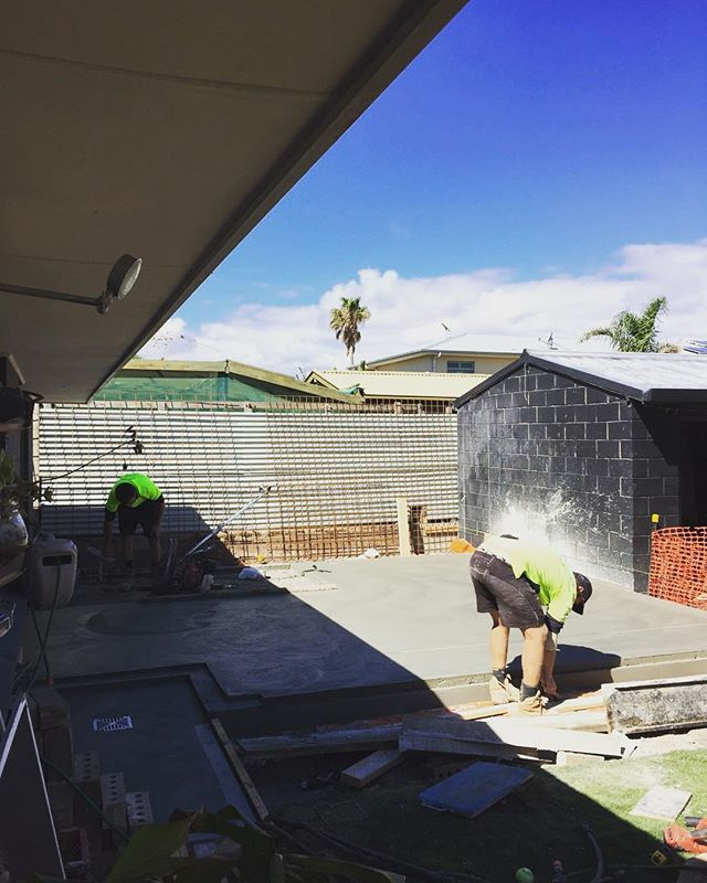 Concrete pour today by @adelaidebuilt at our Starboard project. Bedroom and En-suite infill in a lush backyard. Shot by @forbess_77 #skeinarchitecture #residentialarchitecture #midcoast #mindthelawn #burnishedconcrete