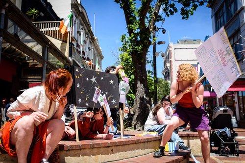 Fast+Art+puppet+show+on+a+sunny+Cuba+Street.jpg