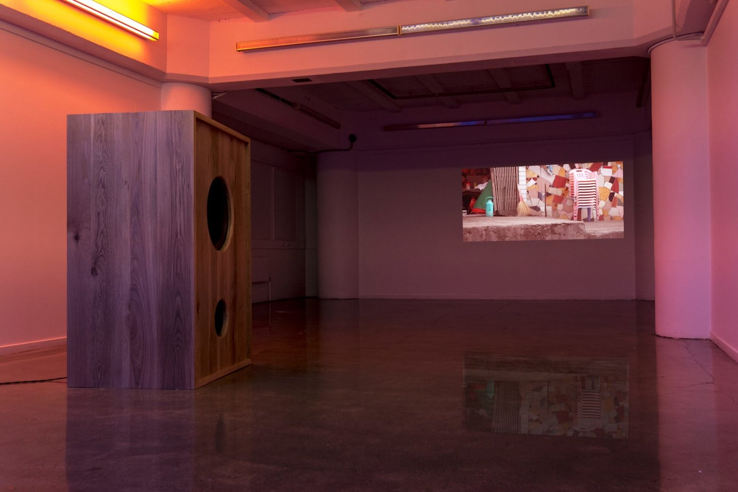Kohikohiko+exhibtion+-+a+large+bass+speaker+and+video+projection.jpeg