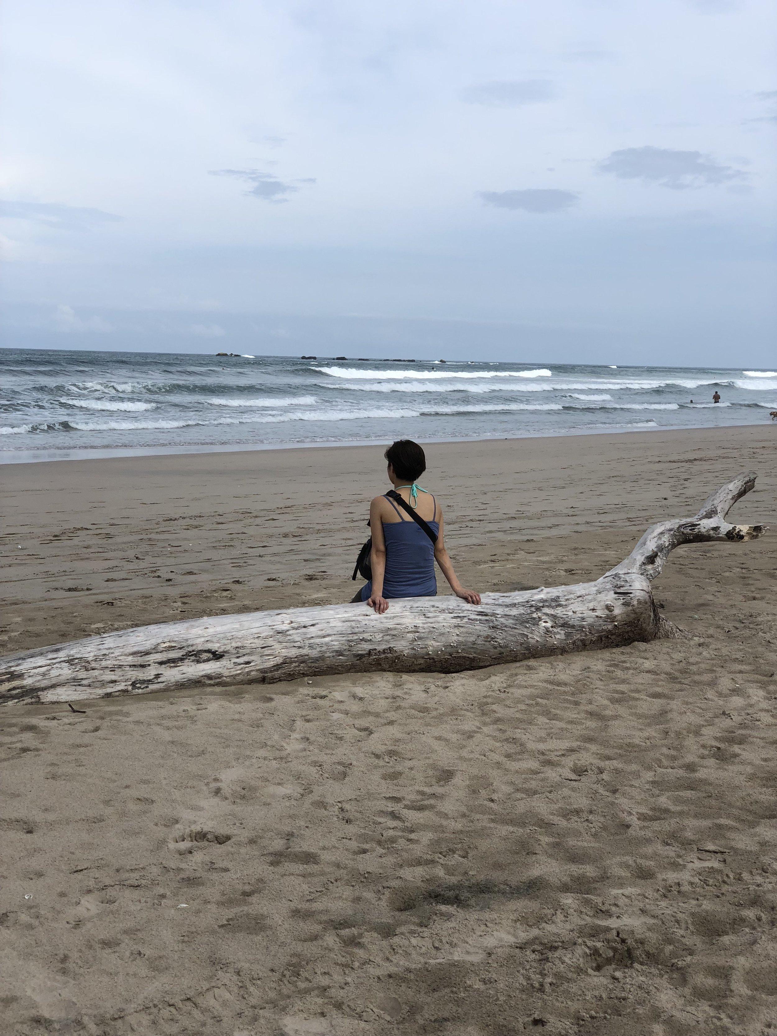 海では、「歩く瞑想」をしたり、一人静かな内観の時間を持ったりしました。そして、五日目には、みんな真っ裸になって、浮かび、泳いだよ!素晴らしい開放感だったなぁ〜!(私の中では、リトリート中の一つのハイライトだったなぁ)
