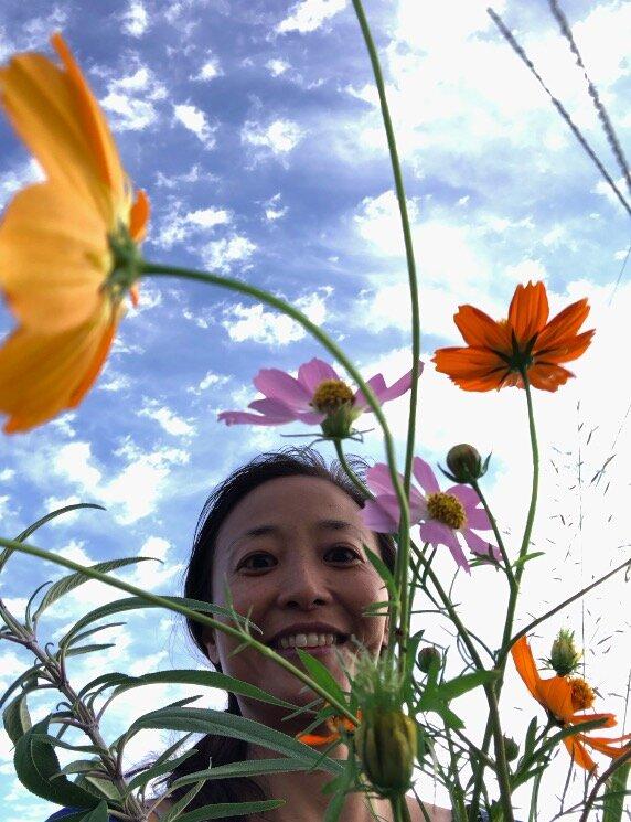 河原沿いでは、お花(雑草!?)を拾って帰ってきて、家の花瓶に生けます。ただで室内も、エネルギーアップ!