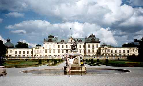 Clare in front of the Drottningholm Castle