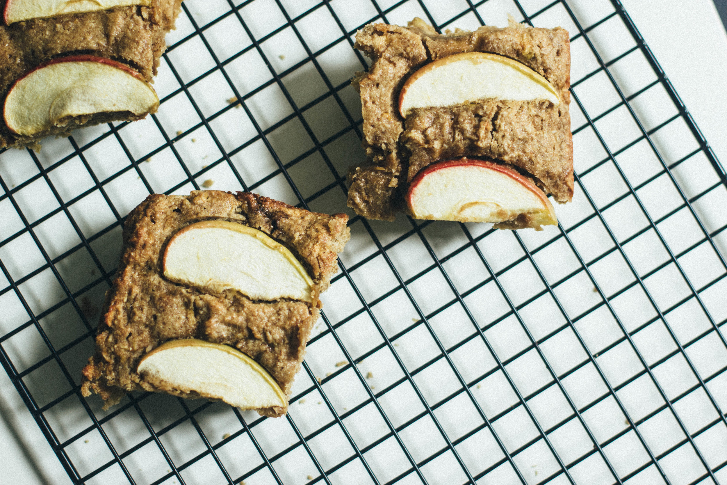 apple blondies 1-1.jpg