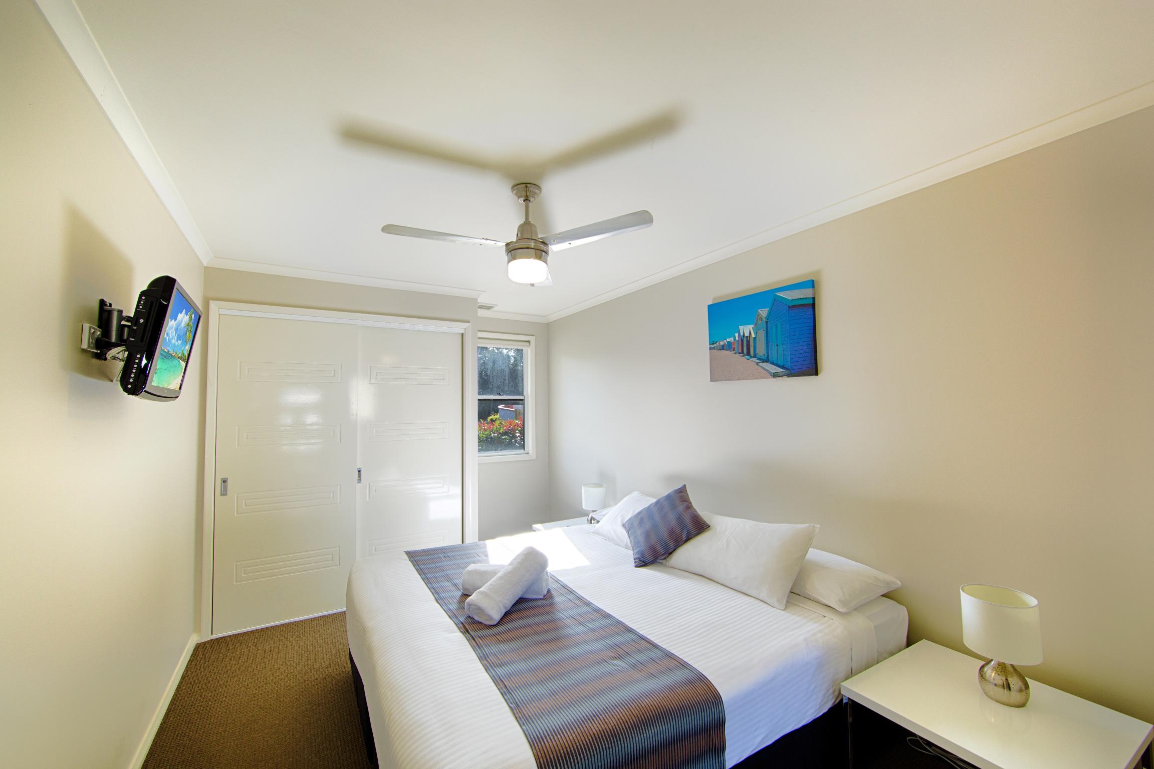 Apartment-Pic-4-main-bed.jpg