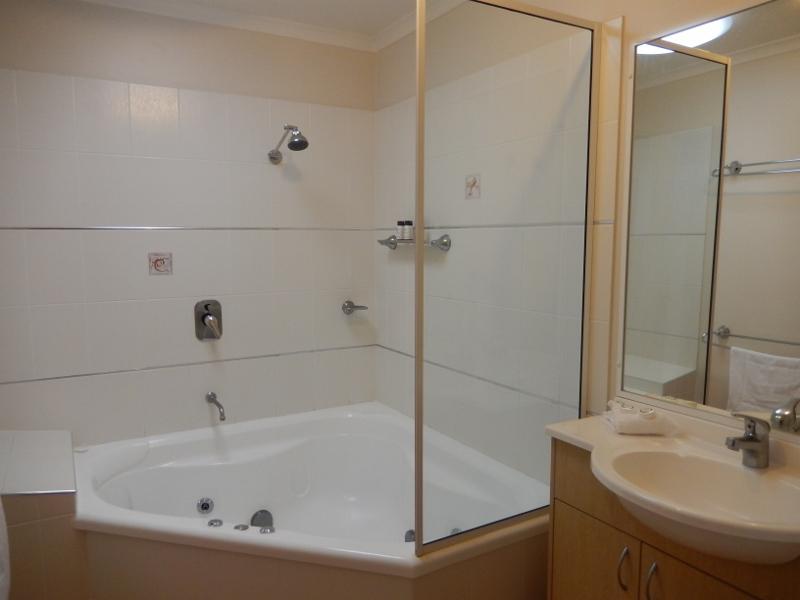 bath.w.spa.jpg